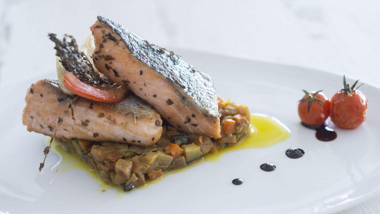 Galeria hotel ba a azul madeira for A la cuisine meaning